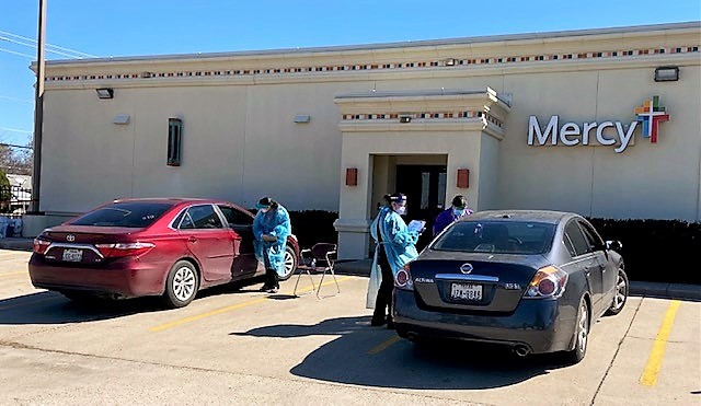 Staff of Mercy Ministries of Laredo, Texas administering curbside vaccines