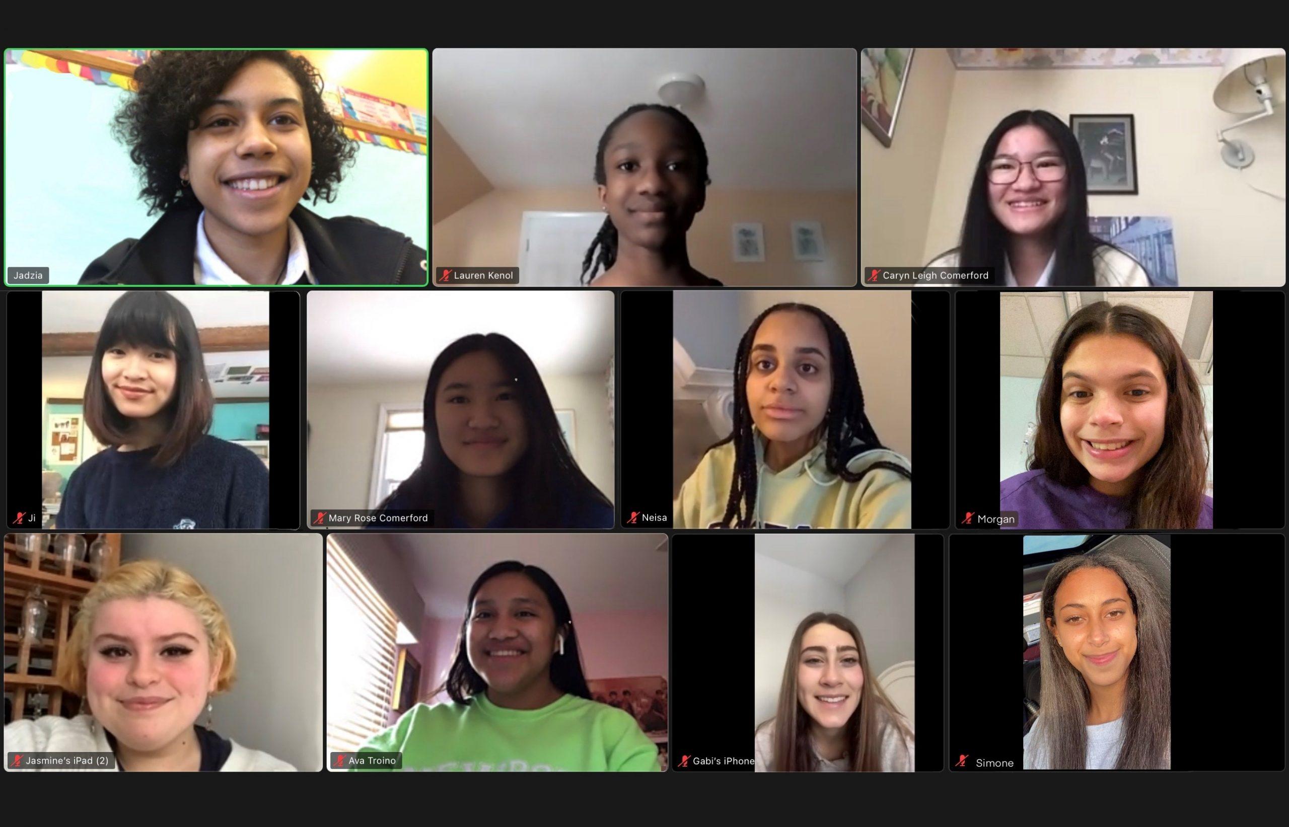 Estudiantes del Comité Curricular Inclusivo se reunieron en una llamada de Zoom para hablar de sus planes del próximo año.